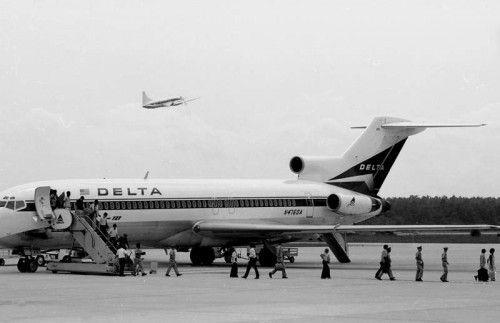 diarioazafata-desembarque-avion-pasajeros-cabezones-Hunter-Desportes-e1347369120652