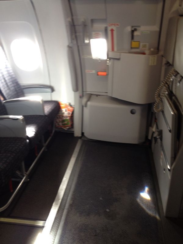 Emergency exit easyJet Diarioazafata